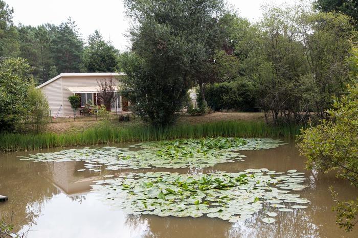 Façade au bord de l'étang