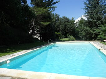 Villa 6-8 p à Ansouis 30km d'Aix en Provence piscine privée