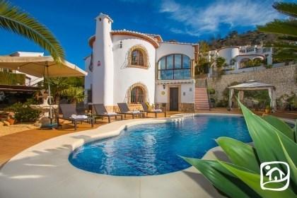 Villa AB CALIS