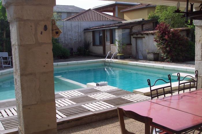 pour 14 pers. avec piscine privée, Trélissac