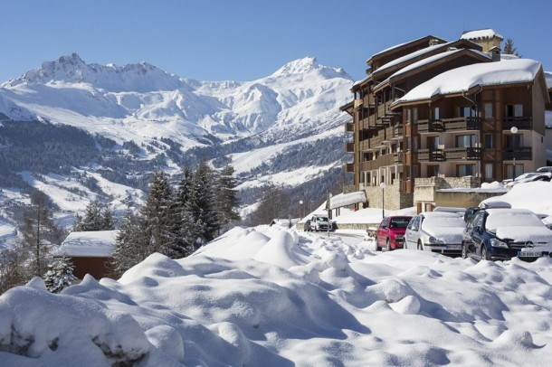 Valmorel Doucy au pied des pistes du grand domaine avec retour skieur et parking
