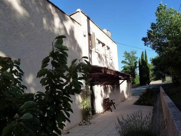 grande maison traditionnelle avec vue panoramique