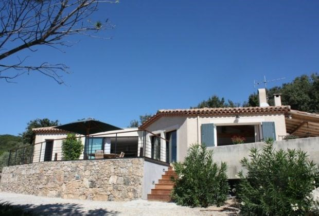 Les Cysthes est une très belle maison de vacances moderne, située à Rochefort-du-Gard...