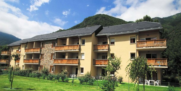 Location vacances Saint-Aventin -  Appartement - 7 personnes - Salon de jardin - Photo N° 1