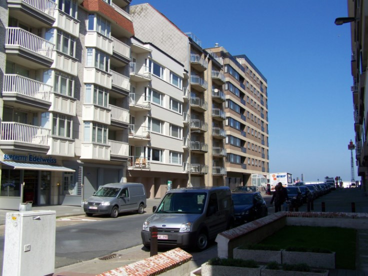 Appartement 2 chambres + place de parking à 30 m de la mer