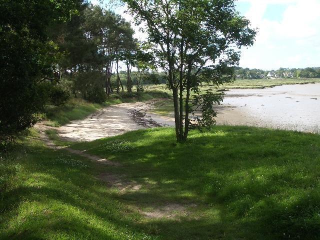 Petite plage, à quelques minutes du bourg, calme e