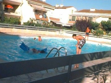 Dans résidence avec piscine