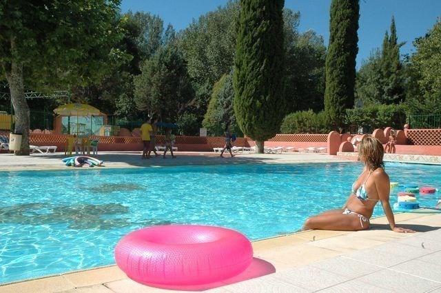 Mobil-home 6-8 personnes - Le camping Le Sourire s'étend sur 5.5 hectares en parfaite harmonie avec la Provence, à 16...