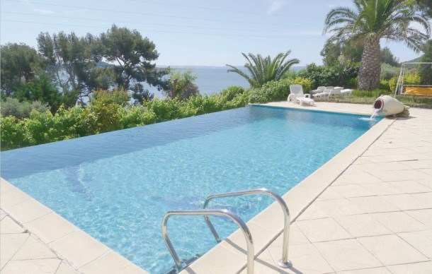 Location vacances Miramas -  Appartement - 2 personnes - Barbecue - Photo N° 1