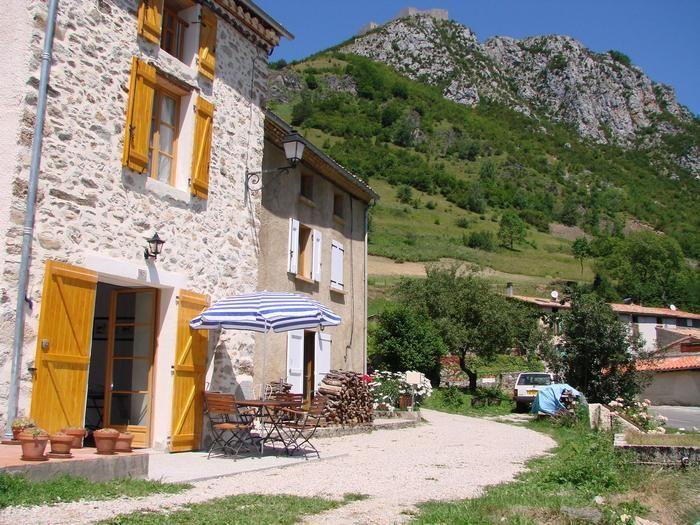 Le gite Le Piousel et le chateau de Montségur