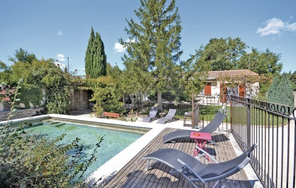 Location vacances Velleron -  Maison - 6 personnes - Barbecue - Photo N° 1