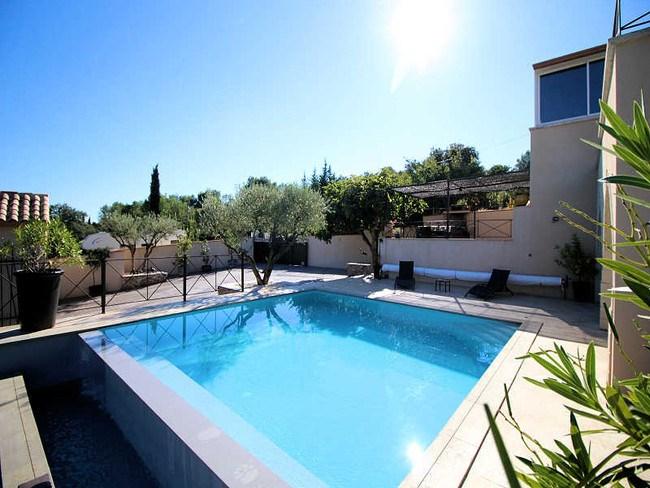 Grande villa  avec piscine chauffée au calme de la garrigue Nîmoise