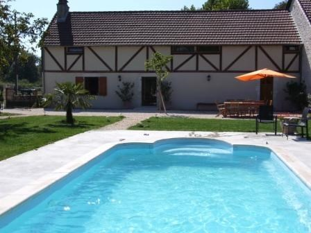 In Picatal Lodging 10 people with swimming pool - Meyronne