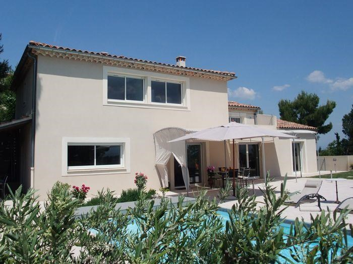 Maison contemporaine située à Villeneuve Les Avignon avec vue panoramique sur les alentours pour 8 personnes