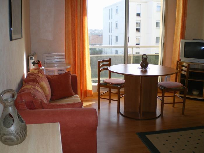 Location vacances Anglet -  Appartement - 2 personnes - Salon de jardin - Photo N° 1