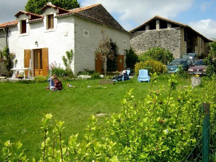 Location vacances Salles-Lavalette -  Maison - 6 personnes - Barbecue - Photo N° 1