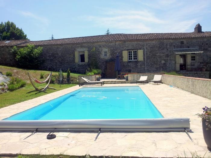 Maison avec piscine privée et terrasse