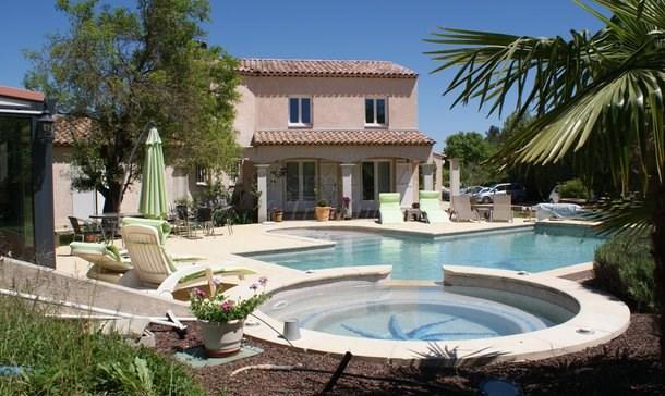 Maison agréable autour de la piscine et duJaccuzzi