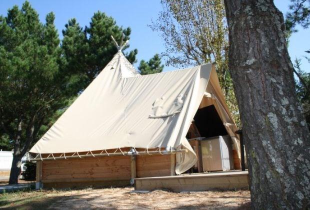 Location tipis insolites  4 à 6 p. Camping 4* en Vendée avec parc aquatique et à 800m des plages