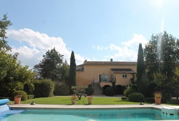MAs Saint Génies is a wonderful old mas that has been renovated and is close to Saint Didier...