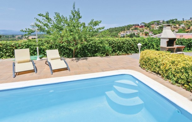 Location vacances Tordera -  Maison - 10 personnes - Barbecue - Photo N° 1