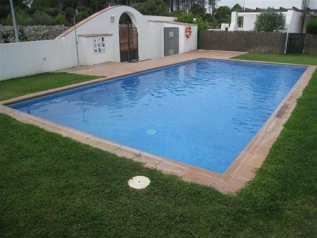 Maison avec 2 chambres avec piscine et jardins collectives.