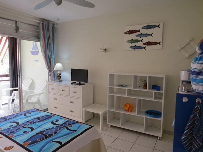 REF. STUDIO 16 Karacoli - Parking-WIFI-piscine-mer à 30 m-ponton- Hôtels & commerces à 200m.