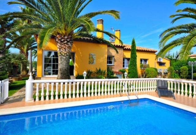 Location agréable villa sur la Costa Brava avec piscine protégée |clnti