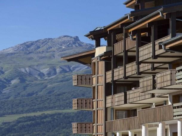 Vue magnifique avec retour skieur au pied des pistes du Gd Domaine de Valmorel