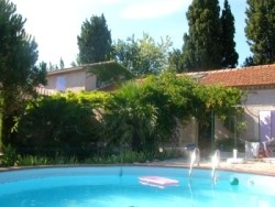 Location vacances Salon de Provence -  Gite - 3 personnes - Barbecue - Photo N° 1