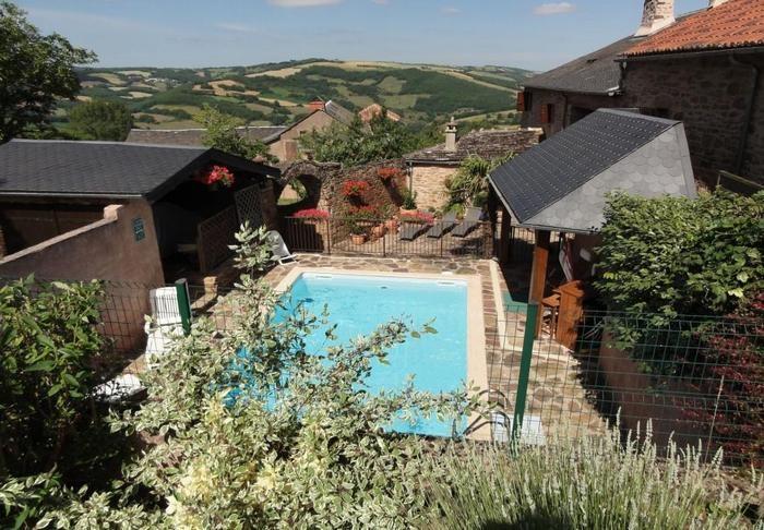 pour 6 pers. avec piscine privée, Laval-Roquecezière