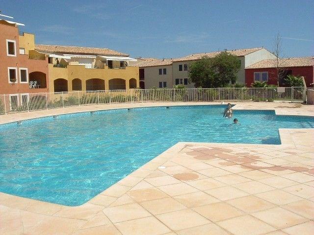 Bel appartement récent, dans une résidence avec piscine et tennis, 3 pièces au 1er étage, terrass...