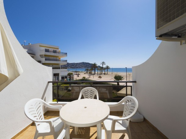 Nice apartment in front of the sea in Roses Inmosantos Oasis B5