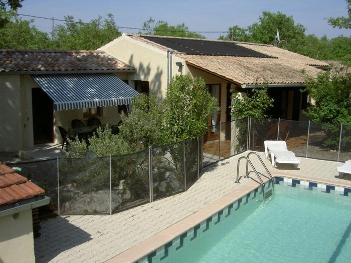 Maison avec 2 terrasses et espace piscine sécurisé