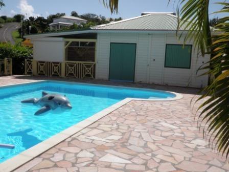 Bungalow face à la piscine