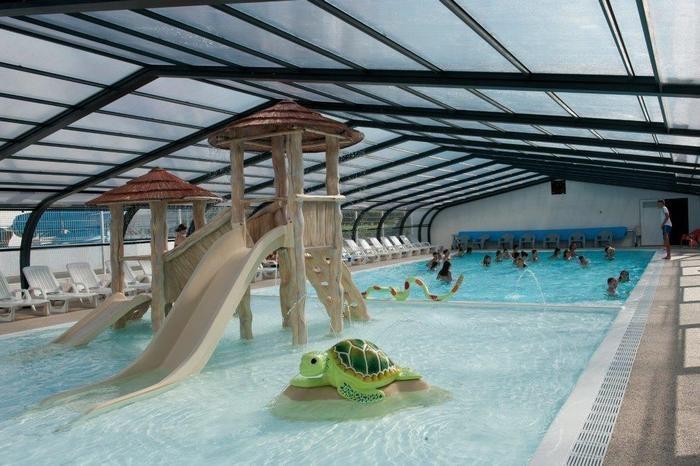 piscine couverte et chauffée avec pataugeoire ludi