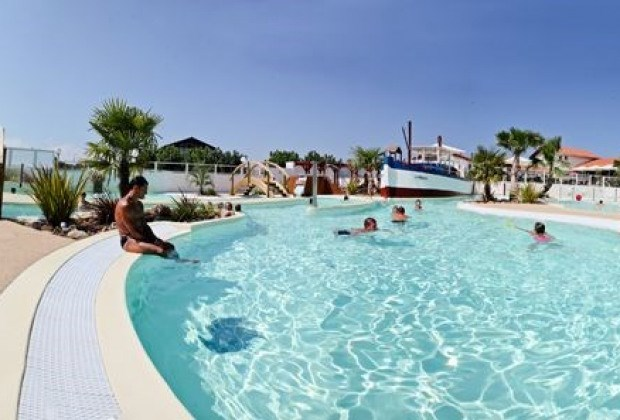 Location vacances Bidart -  Camping - 6 personnes - Salon de jardin - Photo N° 1