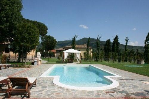 Belle villa située à 1 km du village médiéval de Castiglion Fiorentino ; vaste jardin de 6000 m² ; terrasse/pergola ;...