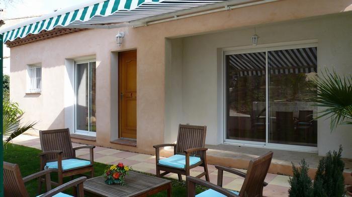 VILLA terrasse et salon de jardin