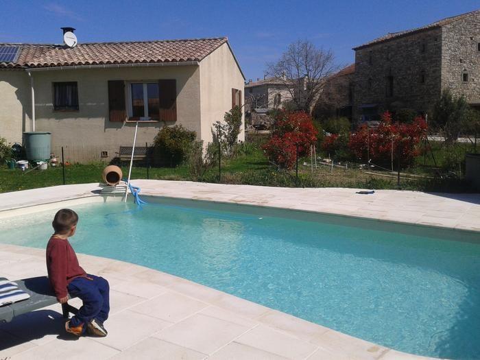 vue piscine , jardinet