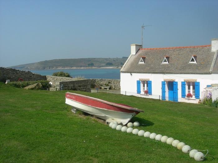 La maison avec l'océan en arrière-plan