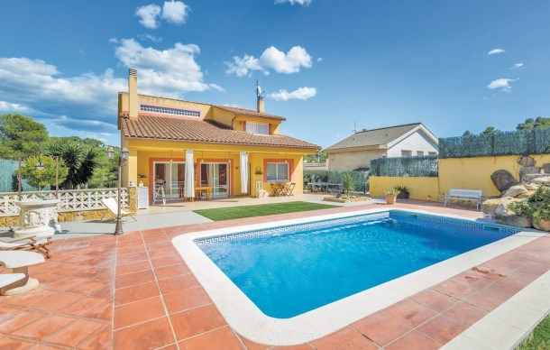 Location vacances Canyelles -  Maison - 8 personnes - Barbecue - Photo N° 1