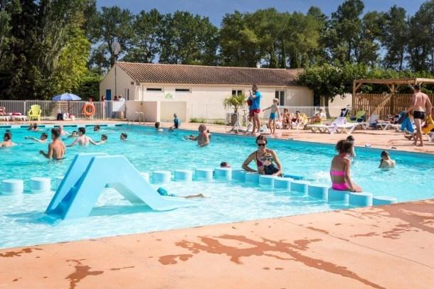 Location vacances Cheval-Blanc -  Maison - 6 personnes - Salon de jardin - Photo N° 1
