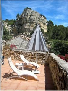 Terrasse solarium avec vue sur la montagnette