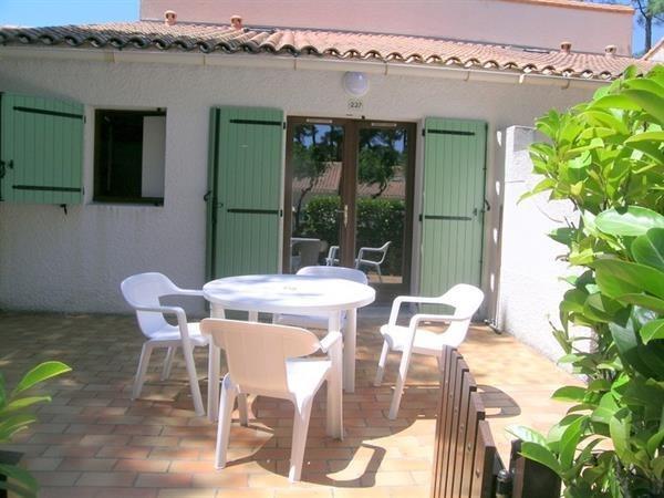 Location vacances Les Mathes -  Maison - 4 personnes - Terrasse - Photo N° 1
