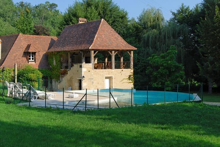 moulin et sa piscine