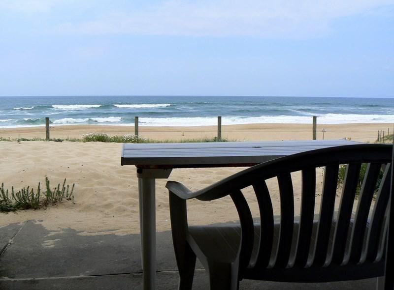 Villa mitoyenne sur la dune de la plage de la gravière. Cette petite maison de 5 pièces est situé...