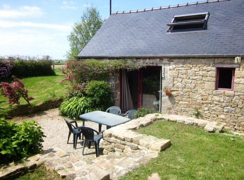 Holiday rentals Plougoulm - House - 4 persons - BBQ - Photo N° 1
