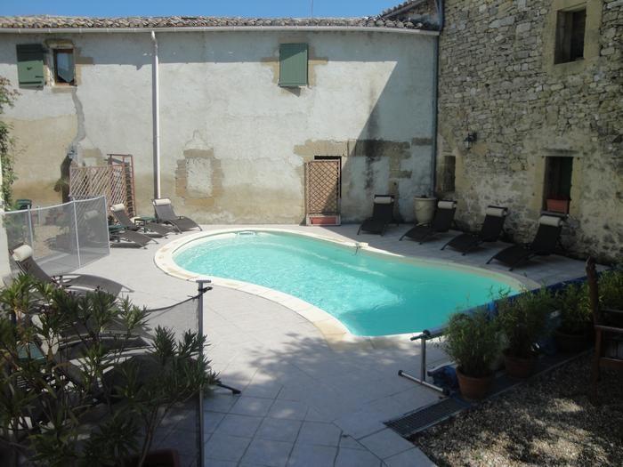 Location vacances Montaren-et-Saint-Médiers -  Appartement - 2 personnes - Barbecue - Photo N° 1