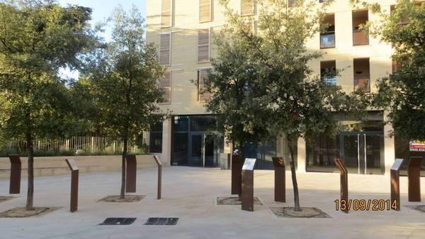 Aix 30 m2 accès handicapé facile face Opéra CV pratique Commerces Pkg poss.